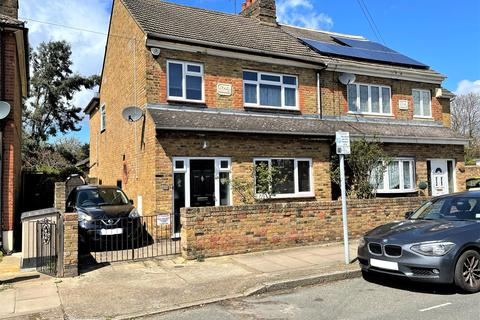 4 bedroom semi-detached house for sale - Palm Road, Romford