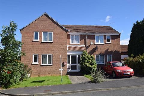 Studio to rent - Hildenley Close, Scarborough, North Yorkshire, YO12