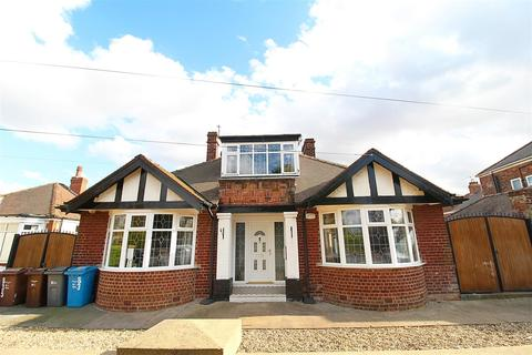 4 bedroom detached bungalow for sale - Anlaby Road, Hull