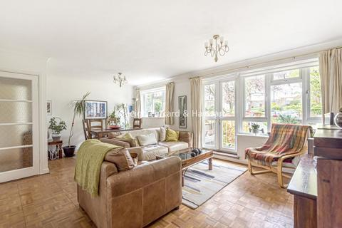 2 bedroom flat for sale - Springbank, Winchmore Hill