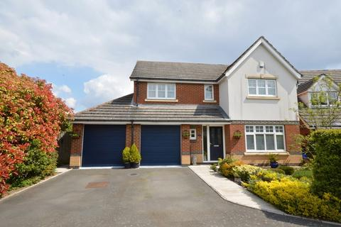 4 bedroom detached house for sale - Charles Babbage Close, Chessington, Surrey. KT9 2SB