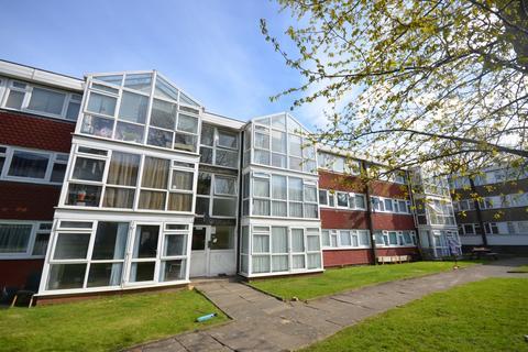 3 bedroom flat to rent - Master Gunner Place London SE18