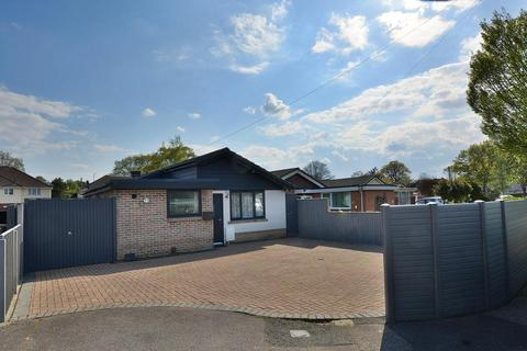 3 bedroom detached bungalow for sale - Vernalls Gardens, Bournemouth, BH10 7HT