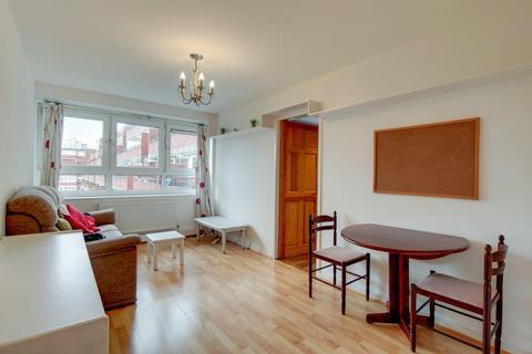 1 bedroom flat to rent - Goulden House, Bullen Street, London SW11