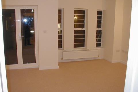 3 bedroom flat to rent - Central Road, Worcester Park KT4