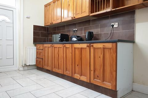 4 bedroom terraced house to rent - 4 Kippax Street, M14 4FX