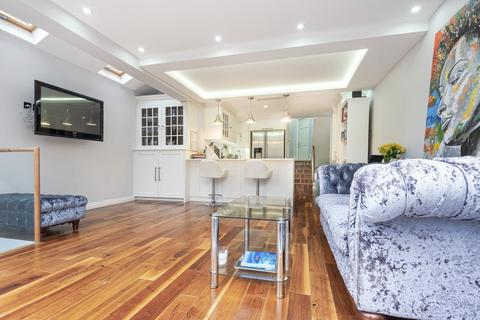 3 bedroom flat for sale - Webb's Road, Battersea