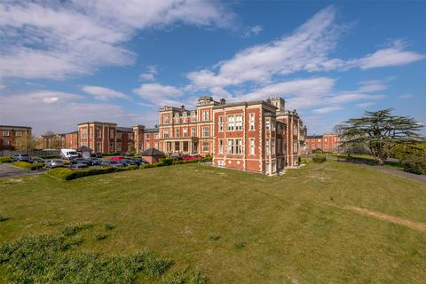 2 bedroom apartment for sale - Royal Earlswood Park, Redhill, RH1