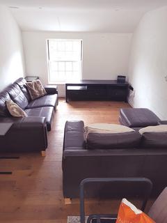 2 bedroom flat to rent - Kingston Road, Ewell KT17