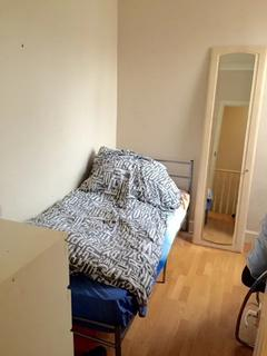 1 bedroom in a house share to rent - Eswyn Road, Tooting Broadway SW17