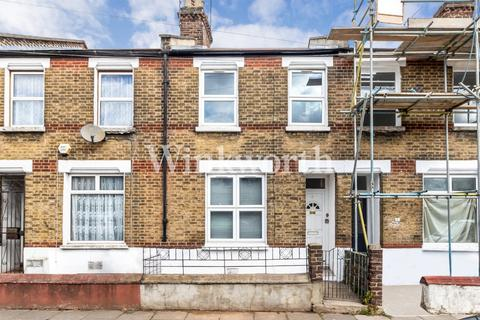 2 bedroom terraced house for sale - Montague Road, London, N15