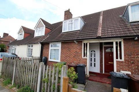 2 bedroom terraced house for sale - Hedgemans Road, Dagenham RM9