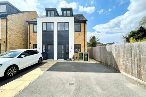 3 bedroom semi-detached house to rent - Newdawn Place, Cheltenham, GL51
