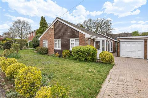 2 bedroom bungalow for sale - Lomond Close, Oakley, Basingstoke