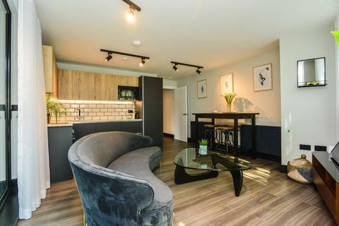2 bedroom flat to rent - 153 Tower Bridge Road, Bermondsey, London