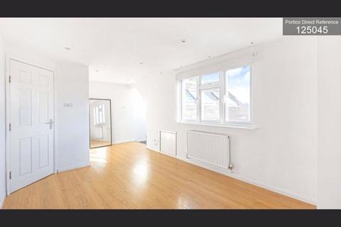 1 bedroom flat to rent - Chigwell Road, Redbridge, London, E18