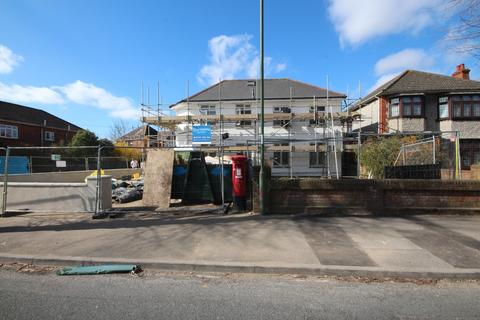 3 bedroom apartment to rent - Charminster Avenue, Bournemouth