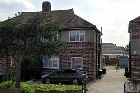2 bedroom maisonette to rent - Fullwell Avenue, Ilford