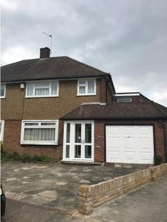 5 bedroom semi-detached house to rent - Freshwell Avenue, Romford