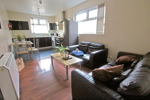 4 bedroom apartment to rent - Dickenson Road, M13