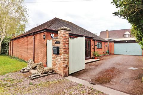 2 bedroom detached bungalow for sale - Park Lane, Bonehill