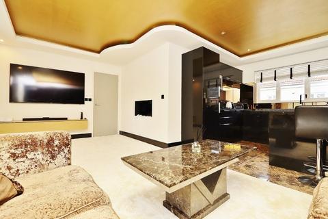 2 bedroom flat to rent - Blenheim Square, North Weald, CM16