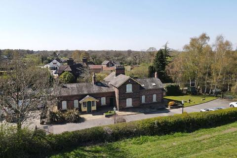 4 bedroom detached house for sale - Station Road, Mobberley