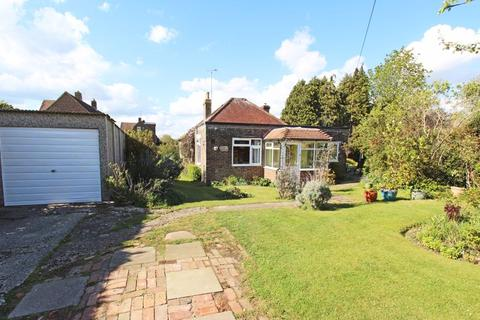 4 bedroom bungalow for sale - Staples Barn Lane, Henfield