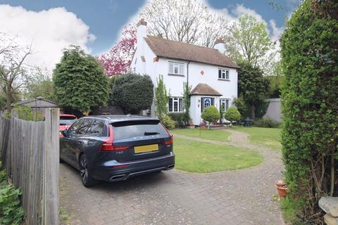 3 bedroom detached house for sale - Westlands Court, Epsom