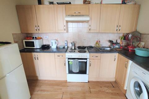 3 bedroom apartment to rent - Lodge Avenue, Dagenham