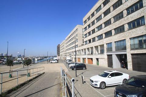 2 bedroom flat to rent - Baillie Apartments, Lockside Way, Royal Docks