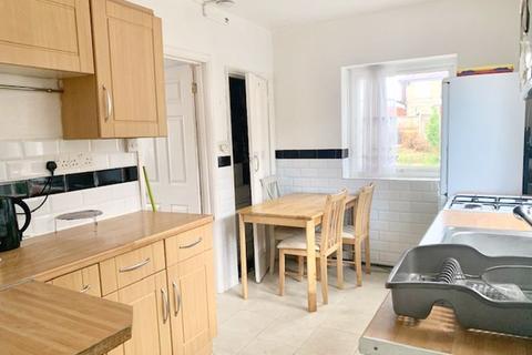 4 bedroom semi-detached house to rent - Lansbury Avenue, Upper Edmonton, London N18
