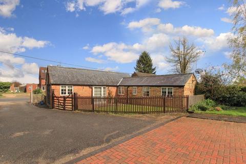 2 bedroom bungalow for sale - Cheddington