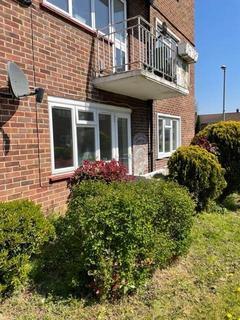 2 bedroom ground floor flat to rent - Shenstone Gardens, Harold Wood
