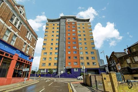 2 bedroom flat for sale - Hainault Street, ILFORD, IG1