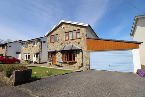 4 bedroom detached house for sale - Lees Bank Avenue, Cross Roads, Keighley, BD22