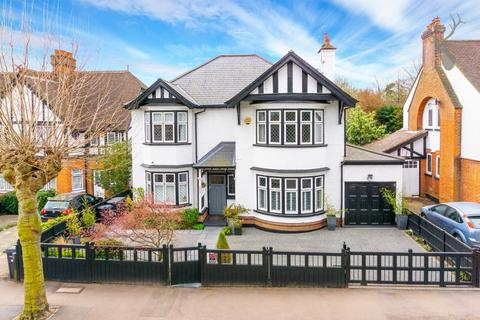 5 bedroom detached house for sale - Monkhams Avenue, Woodford Green