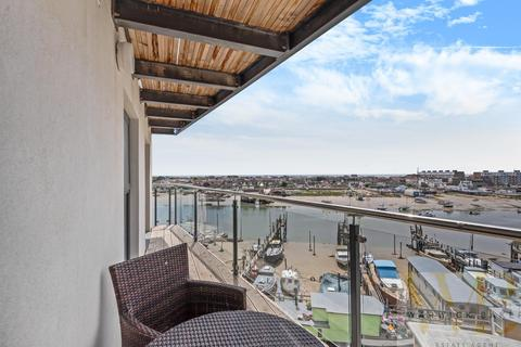 2 bedroom flat for sale - PHASE 3 - WEST TOWER - Mariner Point, Shoreham-By-Sea
