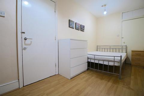 3 bedroom house share to rent - Cannon Street Road, London