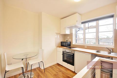 Studio to rent - Ashbourne Road, Ealing