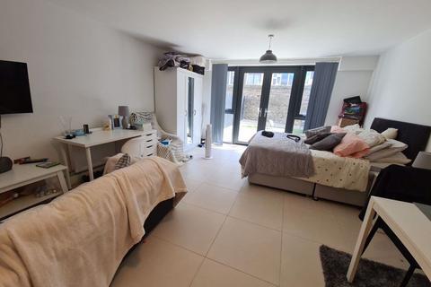 Studio to rent - Mansion Living, Clarendon Road, Leeds, LS29DT