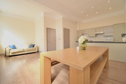 3 bedroom apartment for sale - Browning Street, London