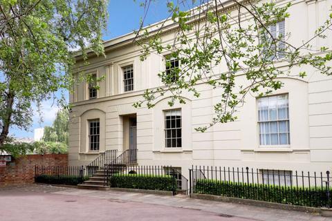 1 bedroom flat to rent - Central Cheltenham GL50 1XN