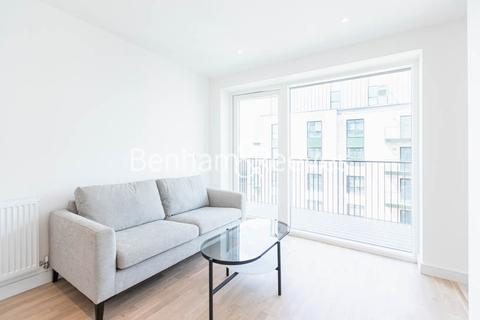 1 bedroom apartment to rent - Greenleaf Walk, Southall,UB1