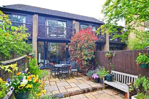 3 bedroom townhouse for sale - Sycamore Way, Teddington, TW11