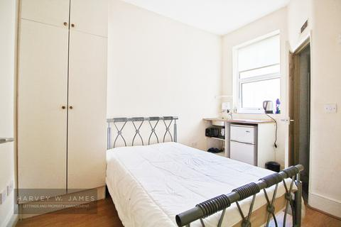 Studio to rent - Ancona Road, SE18