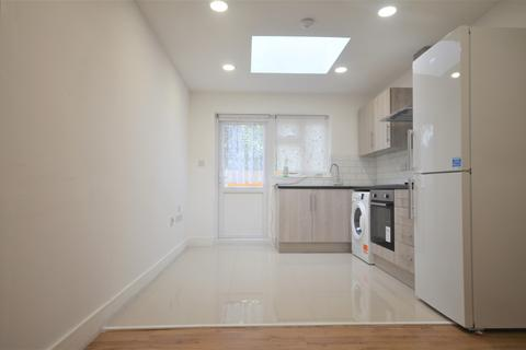 1 bedroom flat to rent - Bute Road, Gantshill, IG6