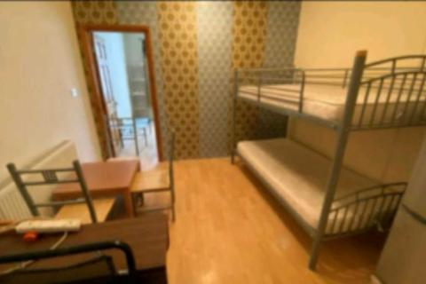 2 bedroom flat to rent - Dane Road, Southall