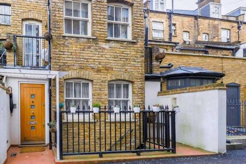 3 bedroom townhouse to rent - Callard Close, London