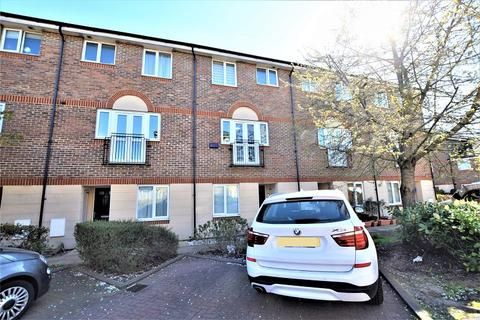 4 bedroom townhouse for sale - Quarles Park Road, Romford, Essex. RM6 4DE